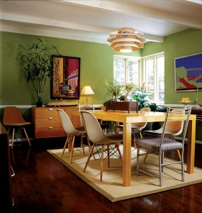 The dining room has a mural of the Harlem River Bridge composed of inlaid Formica.