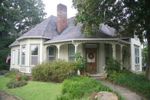 Many of Barber's smaller houses resemble this comfortable bungalow in the Old North Knoxville Historic District.