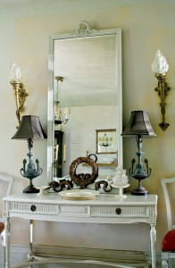 In the dining room, more classical bits and pieces: the torch sconces were the owner's one and only purchase at a live auction.