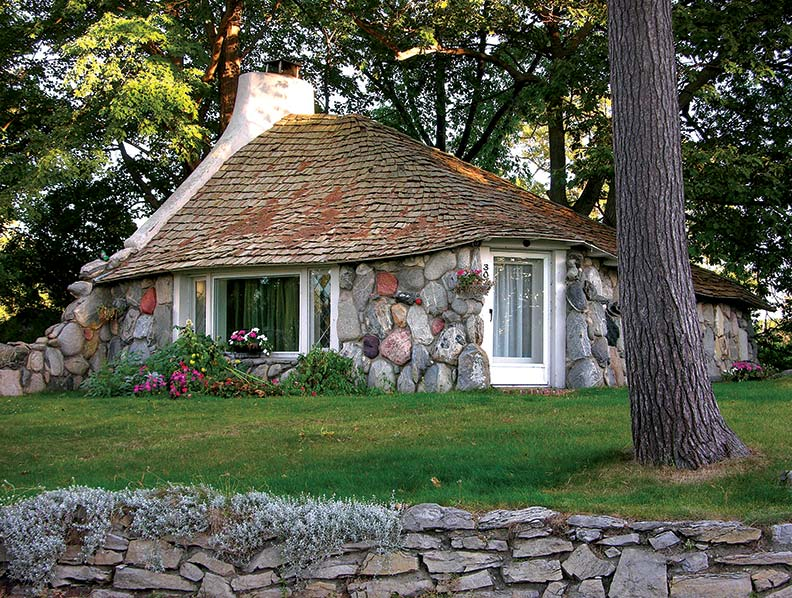 Mushroom houses of charlevoix michigan old house online for Building a home in michigan