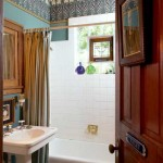 This renewed bathroom, not untypical for ca. 1905-1930, is dressed up for an urban house with a stained-glass panel in the window and an English frieze from Bradbury.