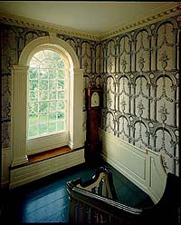 A good example of a documented look, the 1785 Hamilton House in South Berwick, Maine, showcases reproduction paper with an architectural motif, a fashion for stair halls at the time.