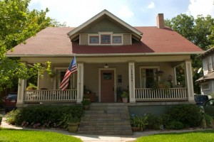 Growing up, Alex and Kathleen Seleny spent their respective childhoods in the warm embrace of old, historic homes, so when the time came for them to lay down roots of their own, a vintage house, like this early 20th-century Craftsman, felt right.