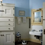 Hollywood Craftsman bathroom
