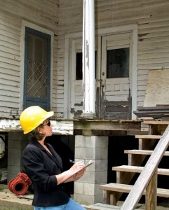 An inspector's written report may come in the form of a simple checklist, or a more detailed narrative report. Narrative reports are generally preferable, as they tend to give more specifics about the home's issues.