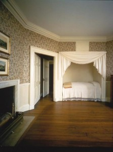 """Called """"Fox Grape,"""" the pattern of this trellis wallpaper dates to at least 1790, when Thomas Jefferson purchased it for a guest room at Monticello."""