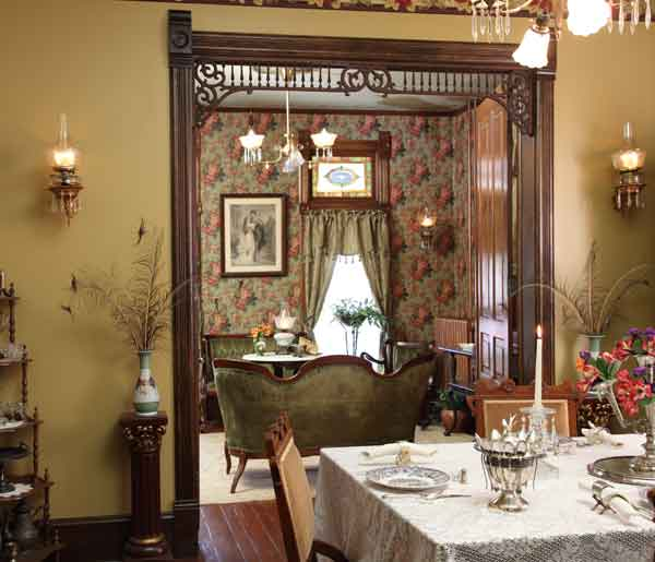 Decorating Victorian Home: Farmhouse Victorian Guest Cottage
