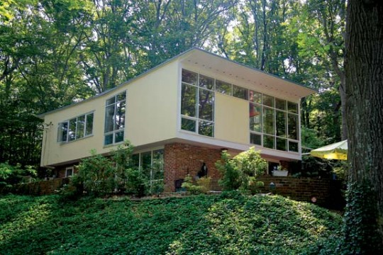 """Houses with inverted """"butterfly"""" roofs were among Charles Goodman's most distinctive designs, offering expansive interior space with a wide view from the frame upper floor that oversails a brick ground floor."""