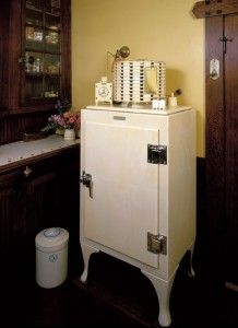 The Monitor Top is by far the most popular vintage refrigerator. Its compressor rests on top of its storage cabinet.