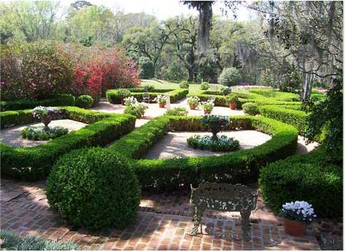 7 Southern Gardens To Visit Old House Online