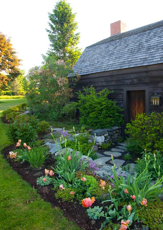 Old house new landscape old house online old house online for Classic house landscape