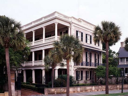 At the Edmonston-Alston House, the three-storey stack of classical-columned piazzas is on the side rather than on the front, in the fashion of Charleston. (Photo: James C. Massey)