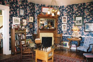 In 1907, the parlor served as the original business office of the Jones Hospital. Though the Victorian-style wallpaper is a new addition, timeless details such as the gleaming oak floors, bas-relief-tile fireplace surround, and mantelpiece remain intact.
