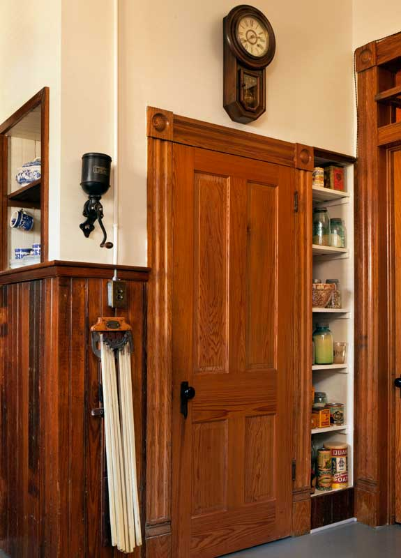Historic Victorian Kitchen Cabinets An Important Element: An Authentic Victorian Kitchen Design