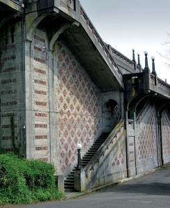 W.R.B. Wilcox incorporated concrete and brick infill to construct the city's most beautiful retaining wall—topped by a promenade—on the west slope of Queen Anne Hill.