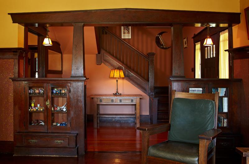 Pasadena bungalow with original woodwork old house for Pasadena craftsman homes