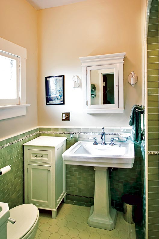 Craftsman makeover for a california bungalow old house for Californian bungalow bathroom ideas