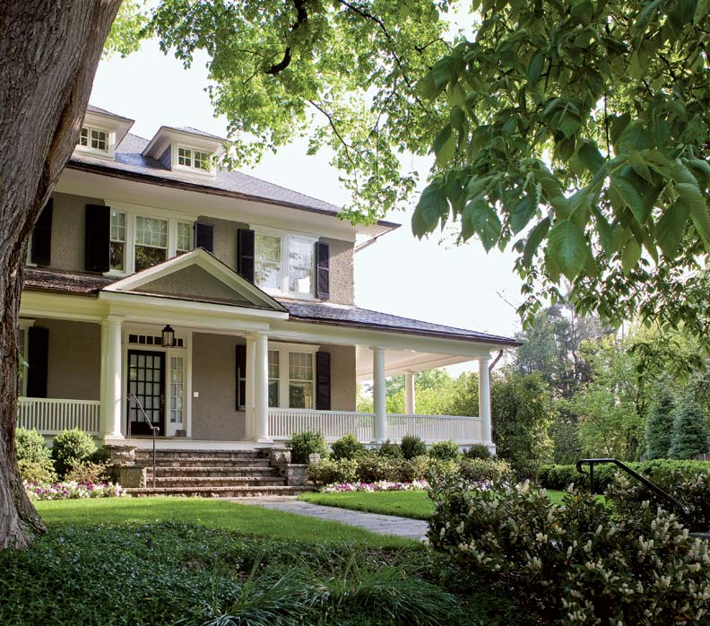 Refreshing a century old foursquare old house online for Features of old houses