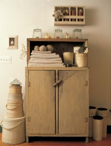 Simple objects create a monochromatic statement.