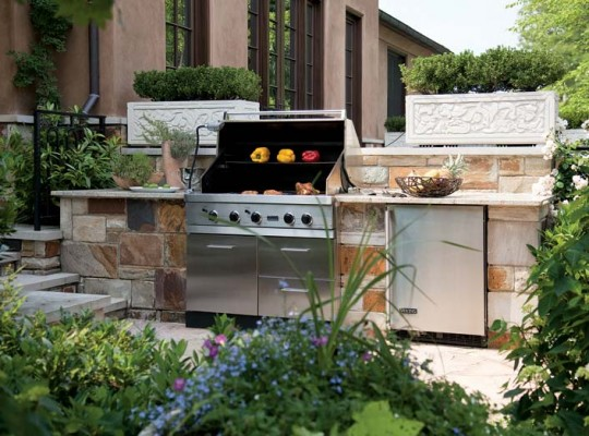 Countertop space on either side of the grill makes outdoor food prep easier.