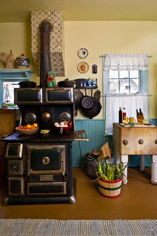 Friendly colorful farmhouse kitchen old house online - Images of farmhouse kitchens ...