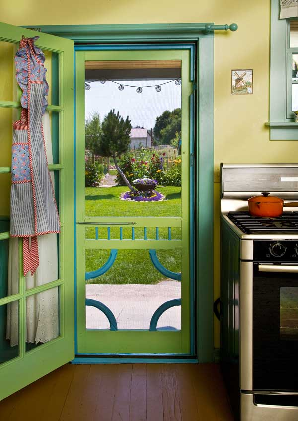 Friendly colorful farmhouse kitchen old house online for Exterior kitchen door with window