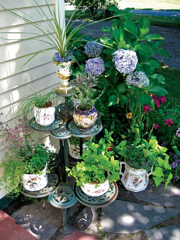 Decorating The Garden With Antiques Old House Online