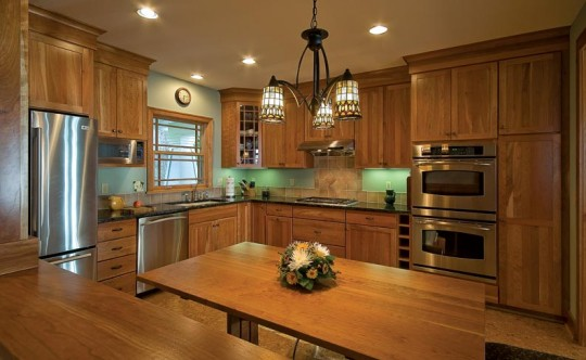 The kitchen offers ample cooking and prep space.