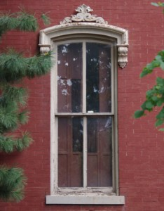 Italianate window crown