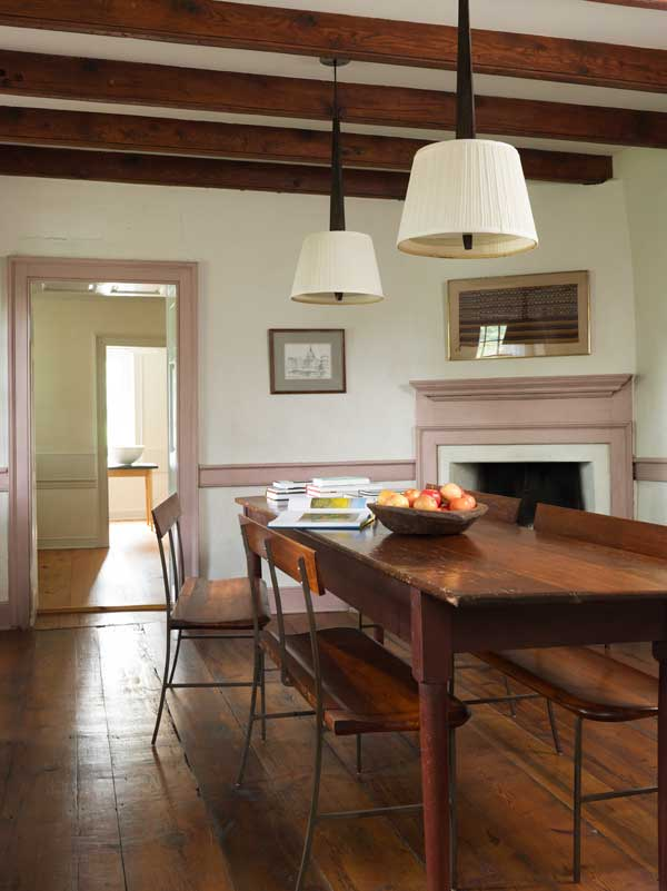Decorating A Room Online: Shaker Simplicity In A Stone House