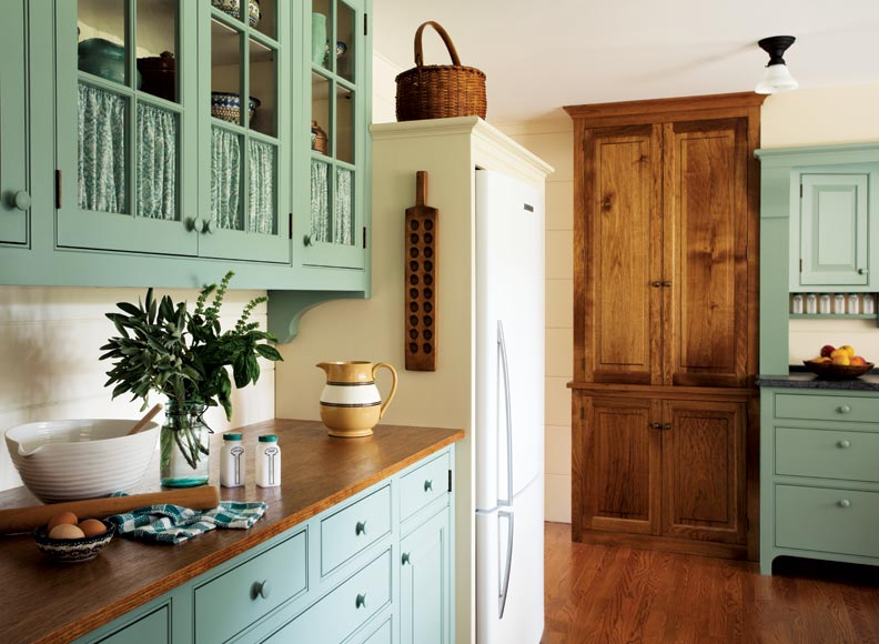 A casual country kitchen old house online old house online for Butternut kitchen cabinets