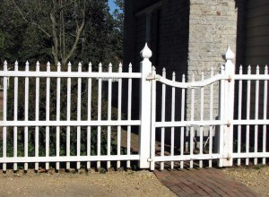The best entry gates can be identified at a glance, like this Williamsburg design bearing ogee-shaped post tops.