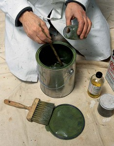 To simulate the 18th-century glaze, verdigris pigment was mixed in glazing liquid for decorative painting.