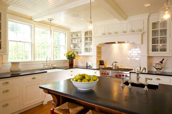 Photo gallery white kitchens old house online old for Cape cod kitchens pictures
