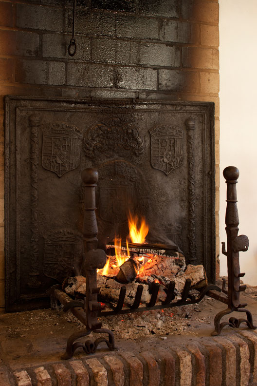 10 fireplace do 39 s don 39 ts old house online old house online - Firebacks for fireplaces ...