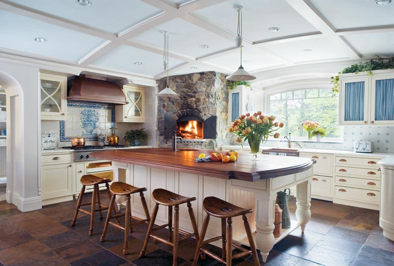 5 ways to design a traditional kitchen old house online for Traditional english kitchen design