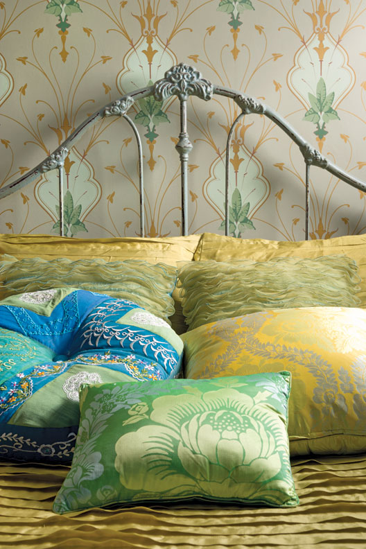How To Choose Wallpaper For An Old House