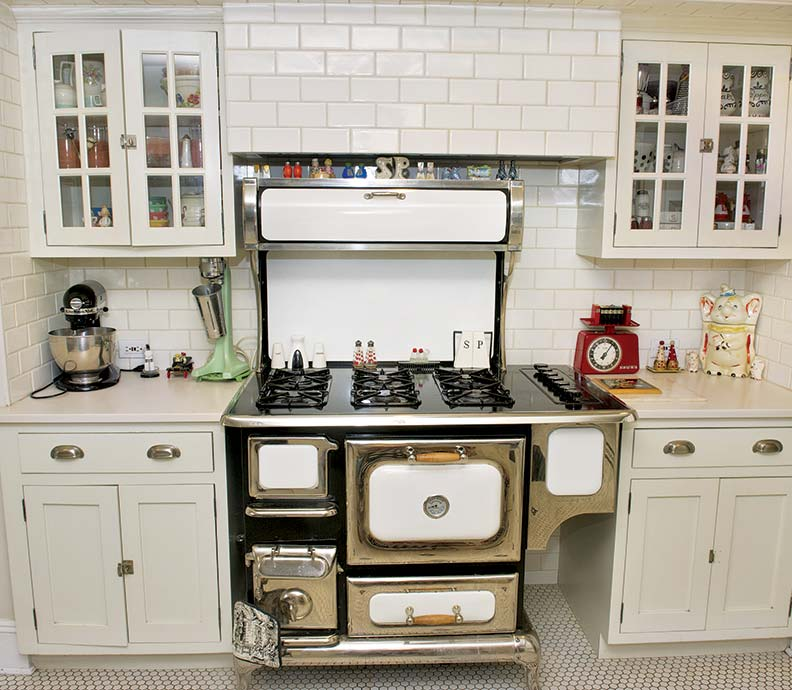 A collector 39 s kitchen makeover old house online old for Kitchen ideas for 1920s house